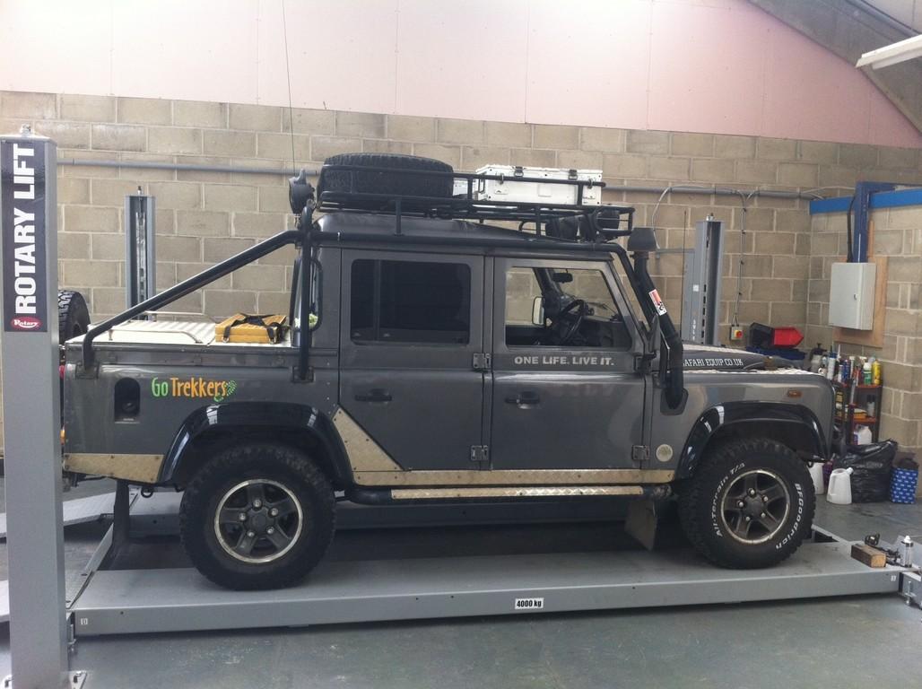Nyton 4x4 land rover servicing near chichester bognor regis littlehampton - Land rover garage near me ...